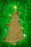 Albero di Natale della catena dorata su verde Fotografia Stock