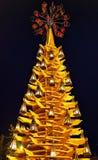 Albero di Natale di legno alla notte nel centro di Riga Fotografia Stock Libera da Diritti