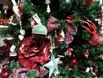 Albero di Natale e decorazioni di natale Fotografie Stock Libere da Diritti