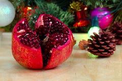 Albero di Natale e del granato Fotografie Stock