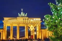 Albero di Natale e della porta di Brandeburgo fotografia stock libera da diritti