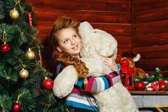 Albero di Natale e della ragazza Fotografie Stock