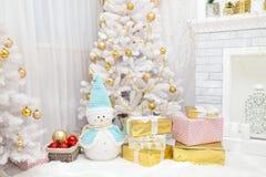 Albero di Natale e fondo del camino Fotografia Stock