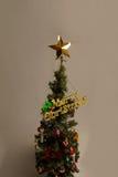 Albero di Natale e luce principale su 12 25 Fotografia Stock