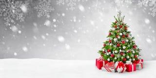 Albero di Natale e priorità bassa della neve Immagine Stock Libera da Diritti