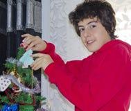 Albero di Natale e ritratto felice del ragazzo Fotografie Stock Libere da Diritti