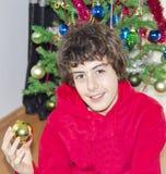 Albero di Natale e ritratto felice del ragazzo Fotografia Stock