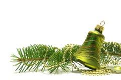 Albero di Natale e segnalatore acustico su bianco fotografia stock libera da diritti