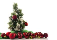 Albero di Natale e sfere rosse Immagini Stock