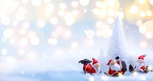 Albero di Natale ed ornamenti della decorazione di Santa di feste immagini stock