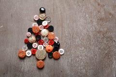 Albero di Natale fatto dei bottoni fotografia stock