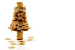 Albero di Natale felice fatto delle monete di oro Fotografia Stock