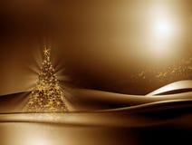 Albero di Natale illuminato su priorità bassa dorata Immagini Stock
