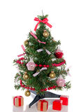 Albero di Natale moderno con i regali Immagini Stock