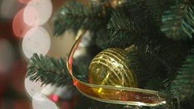 Albero di Natale in modo bello decorato stock footage