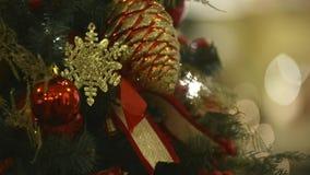 Albero di Natale in modo bello decorato video d archivio