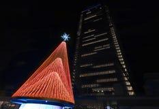 Albero di Natale nel citylife Huawei Milano fotografia stock libera da diritti