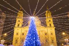 Albero di Natale nel quadrato della basilica di St Stephen, Budapest, Hunga fotografia stock