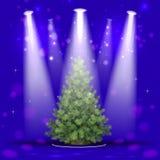 Albero di Natale nel riflettore Fotografia Stock Libera da Diritti