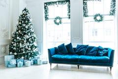Albero di Natale nel salone di Natale Fotografie Stock Libere da Diritti
