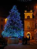 Albero di Natale nel villaggio medievale di Montefano immagini stock