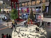 Albero di Natale nell'ingresso del centro commerciale Forum-Leopoli Immagini Stock