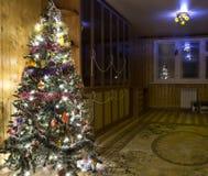 Albero di Natale nell'interiore Fotografia Stock
