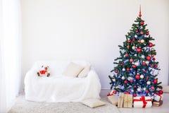 Albero di Natale nella Camera per il Natale interno Immagini Stock Libere da Diritti