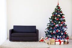 Albero di Natale nella Camera per il Natale interno Immagine Stock Libera da Diritti