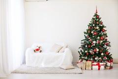 Albero di Natale nella Camera per il Natale interno Fotografie Stock Libere da Diritti