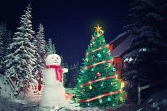 Albero di Natale nella sera fotografia stock