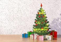 Albero di Natale nella stanza bianca Fotografia Stock Libera da Diritti
