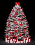 Albero di Natale sopra il 3d nero Immagini Stock