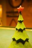 Albero di Natale su una tabella di biliardo Fotografie Stock Libere da Diritti