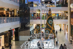Albero di Natale in un centro commerciale Immagini Stock