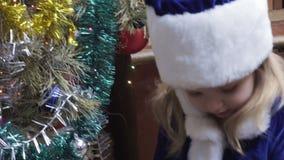 Albero di Natale vicino nubile stock footage