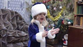 Albero di Natale vicino nubile archivi video