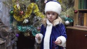 Albero di Natale vicino nubile video d archivio