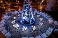 Albero di Natale a Vilnius, Lituania Uno del meglio e del beauti immagine stock