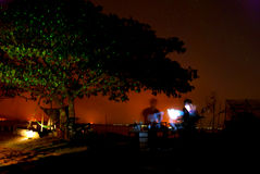 Albero di notte vicino all'acqua Immagini Stock Libere da Diritti