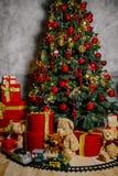 Albero di nuovo anno con i giocattoli Fotografie Stock