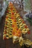 Albero di pasta sfoglia natalizio stock photos