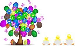 Albero felice della priorità bassa con Pasqua, le uova ed il pulcino Immagine Stock