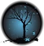 Albero su priorità bassa scura con le stelle, farfalle Fotografia Stock