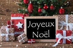 Albero variopinto con i fiocchi di neve, Joyeux Noel Means Merry Christmas immagini stock libere da diritti