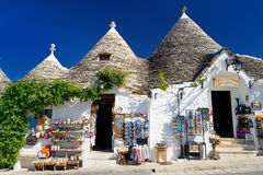 ALBEROBELLO, ITALIË - MEI 30, 2015: Traditionele trullihuizen Stock Afbeeldingen