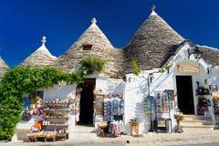 ALBEROBELLO, ITALIEN - 30. MAI 2015: Traditionelle trulli Häuser Stockbilder