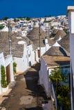 Alberobello med Trulli hus - Apulia, Italien fotografering för bildbyråer