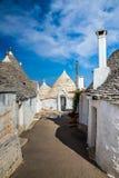 Alberobello med Trulli hus - Apulia, Italien royaltyfri foto