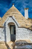 Alberobello med Trulli hus - Apulia, Italien arkivbilder
